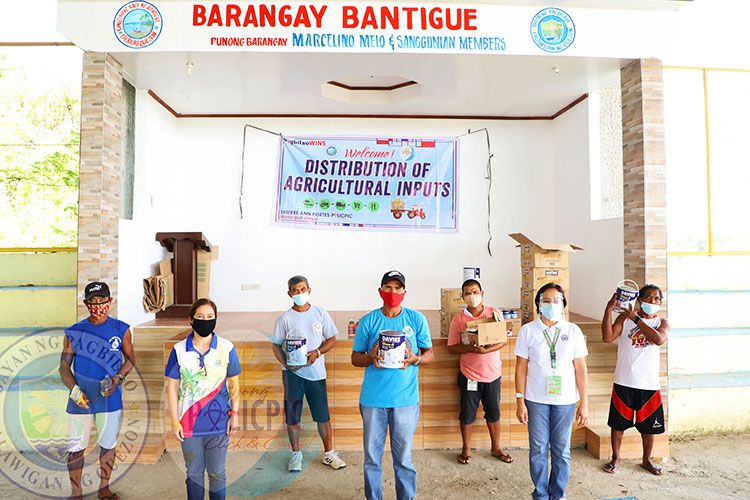 Distribution of Paint to Fishermen (Bantigue)